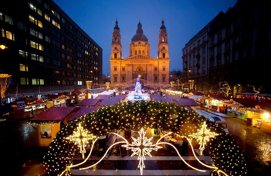 marche de noel 2018 budapest Winter Holiday in Budapest – Stars and Lights Budapest Apartments marche de noel 2018 budapest